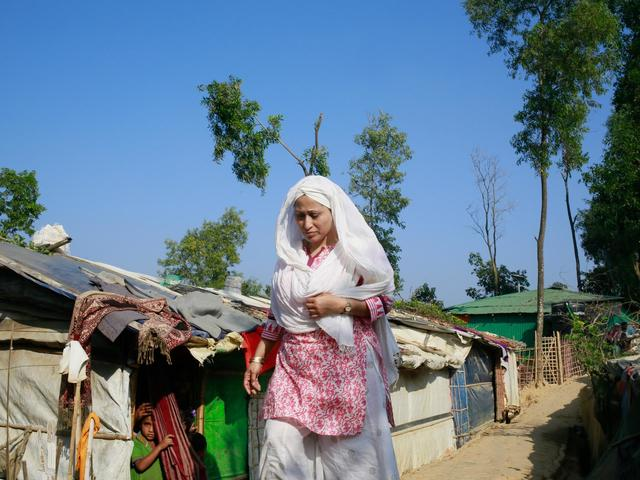 Close to a million Rohingya people are now living in sprawling camps in Bangladesh, Razia goes out into the community to raise awareness about women's rights.
