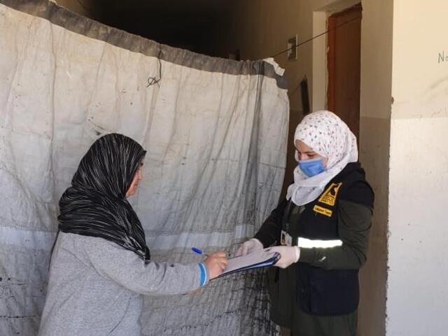 IRC staff giving cash distribution in Lebanon