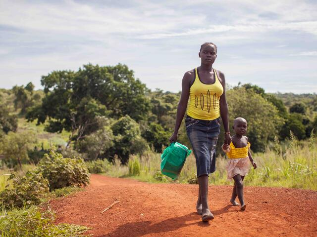 South Sudanese refugees cross the border from South Sudan to Uganda