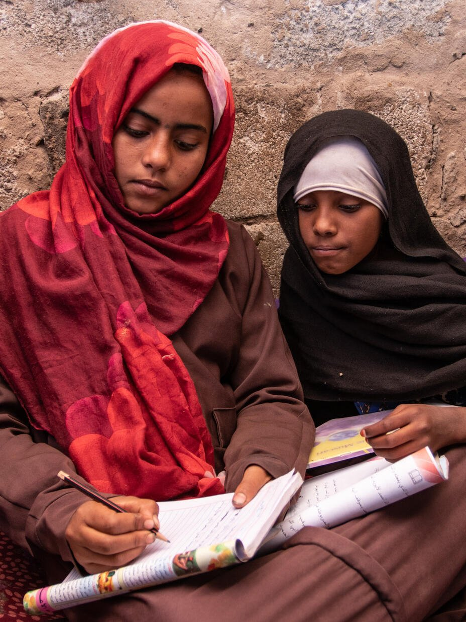 Aisha and Na'aem doing schoolwork together